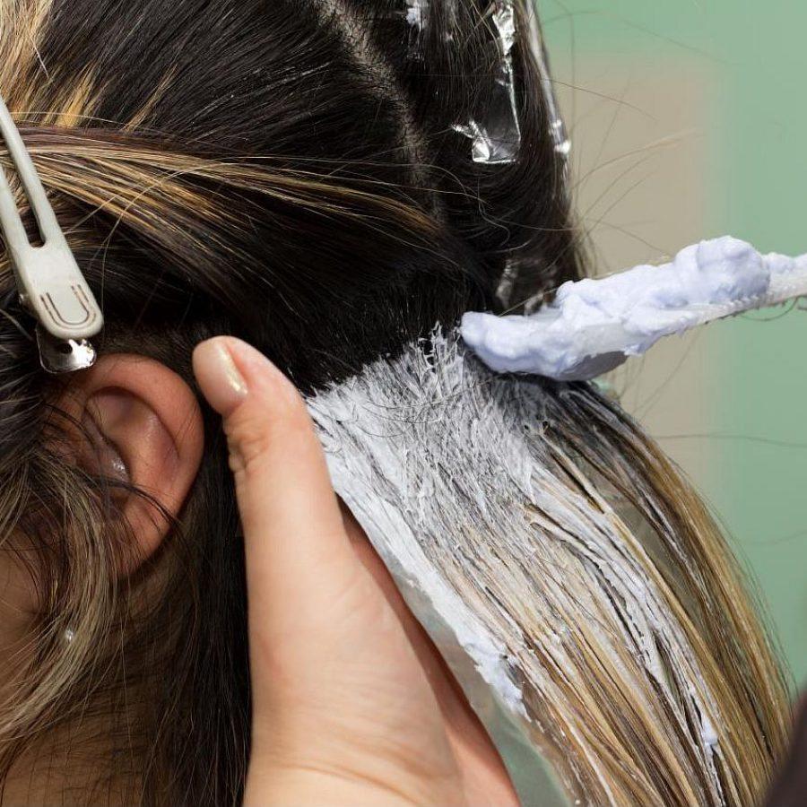Как покрасить волосы из брюнетки перейти в мелированные белые локоны - e2