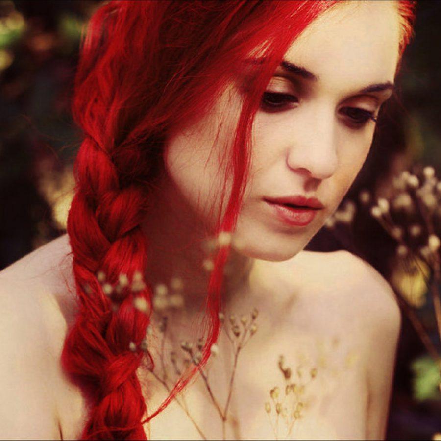Волосы красные