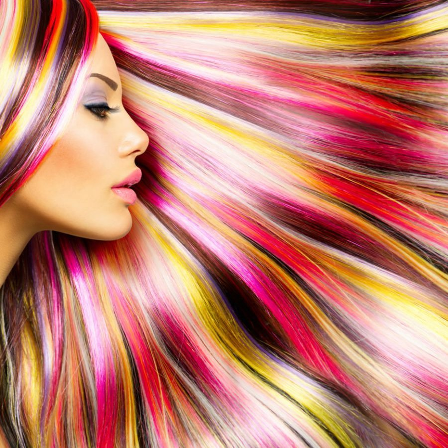 Разноцветные волосы разнообразят стиль