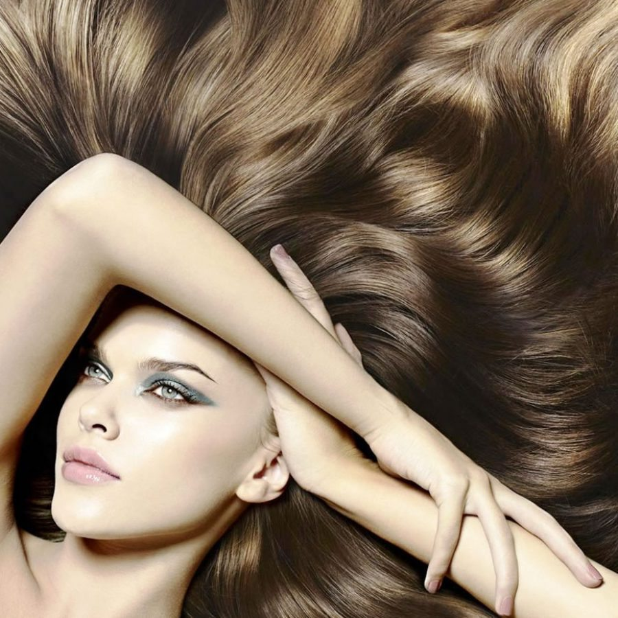 Девушка с длинными волосами мед