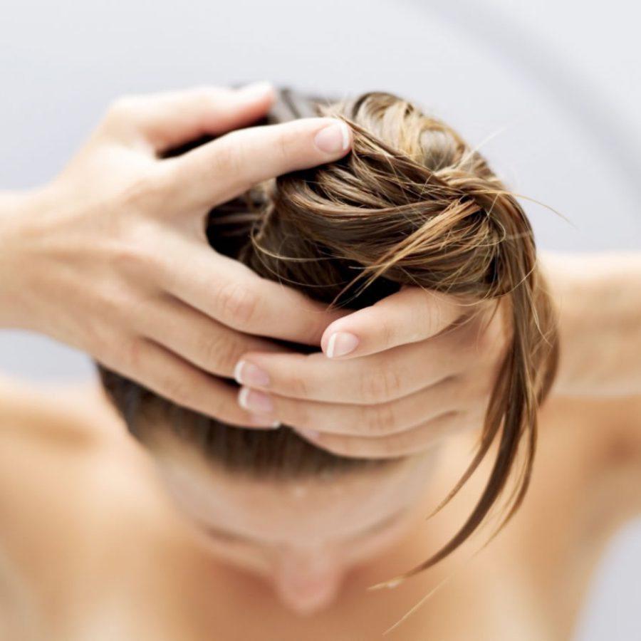 Оливковое масло наносить на мокрые волосы