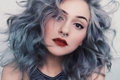 Девушка с серыми волосами
