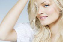 Мягкого осветления волос можно добиться с помощью шампуня