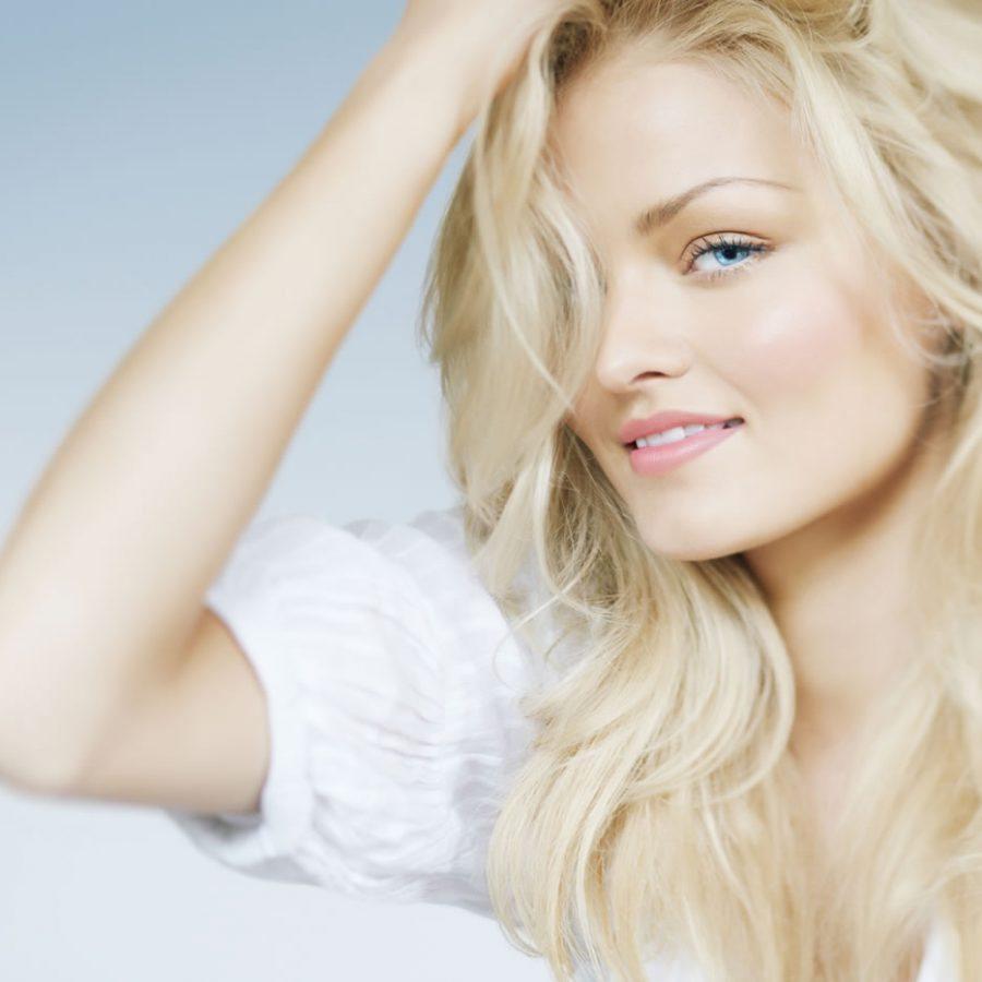 Как убрать желтизну светлых волос