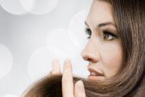 Выполнять лечебные процедуры дома помогут полезные советы по уходу за волосами. Они позволят восстановить жирные, длинные, сухие локоны.