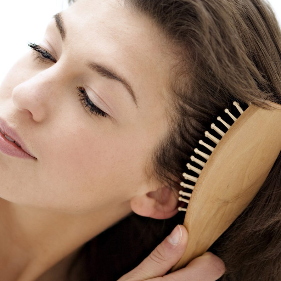 Волосы мокрые расчесывать можно