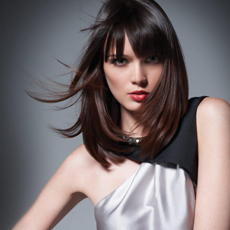 Стрижки с челкой для средних волос