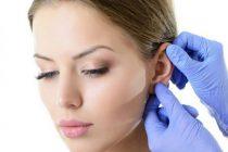 Процедура удаления волос в ушах может выполняться пинцетом