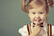 Детские прически с резинками могут выполняться на длинные и короткие волосы. Сделать оригинальную укладку получится с помощью простых резинок.