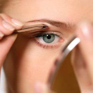 Как удалить волосы на лице пинцетом