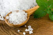 Соль используется от выпадения волос у женщин