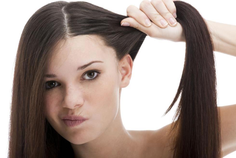 Жирные волосы у корней что делать