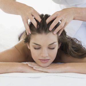 Массаж кожи головы стимулирует рост волос