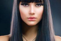 Ровная челка больше подходи к гладким волосам.