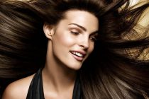 Ежедневный уход за волосами дает возможность человеку сделать их красивыми, здоровыми, густыми, ускорить их рост, придать им блеск.