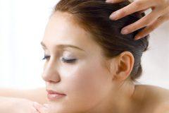 При регулярном применении натуральных средств волосы меньше выпадают