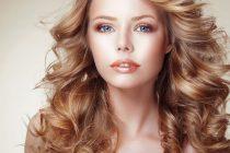 Зафиксировать легкие волны на волосах поможет качественное укладочное средство